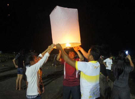 Celebration of Loy Krathong Hua Hin 2012